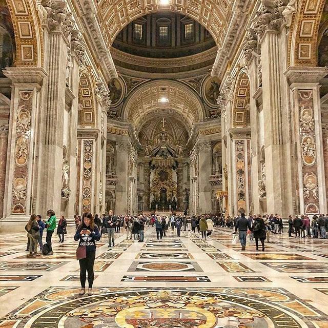 Interno della Basilica di San Pietro a Roma