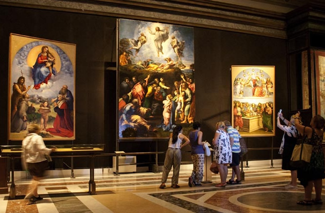 Interno della Pinacoteca Vaticana nei Musei Vaticani a Roma